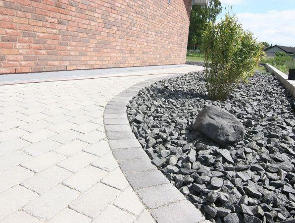 Bild: Starka Betongelement AB/ Stensatt trädgårdsgång