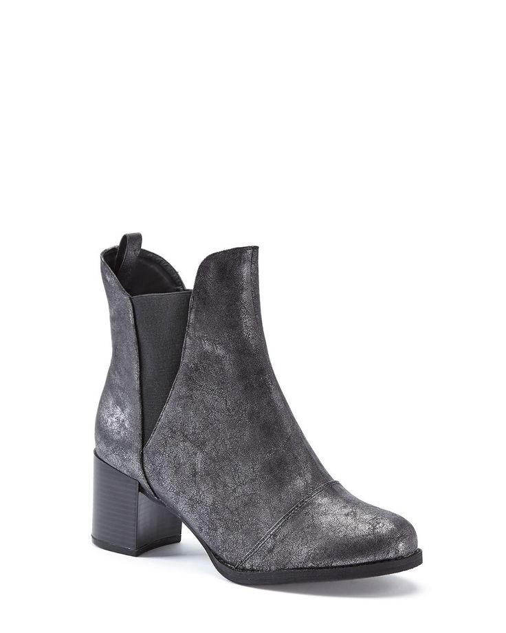 New arrivals in footwear just in time for the holidays! We love this metallic ankle boot. #plussizefashion #additionelle