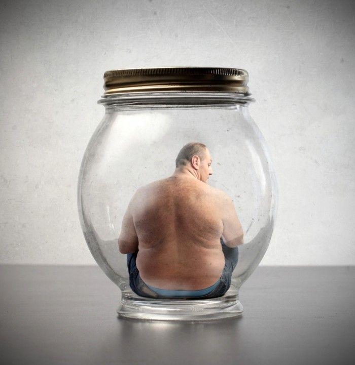 Obezitatea este mai mult decât o alimentație nesănătoasă sau lipsă de mișcare. A fi supraponderal înseamnă, în cele mai multe dintre cazuri, a avea o afecțiune legată de metabolism. Acest lucru poate avea un efect negativ asupra aspectului fizic, dar în special asupra sănătății.