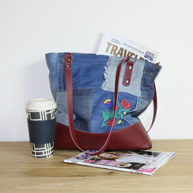 Hergebruikt leer, oude spijkerbroeken en nieuw borduurwerk, het recept voor een nieuwe tas van Upcycled.nl