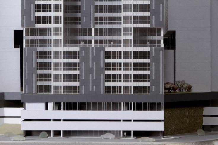 CENTRAL PARK INTERLOMAS Es un conjunto residencial ubicado en uno de los puntos más elevados de Interlomas, al poniente de la Ciudad de México, en una meseta natural que funge como un gran podio que evita las colindancias, condición por la que sus departamentos cuentan con amplias vistas inalterables hacia la ciudad.  Conoce más en: http://migdal.com.mx/proyectos/central-park-interlomas/