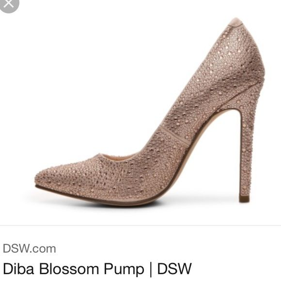 Diba DSW Rose gold pumps 5.5 Excellent condition. Worn once to an event. Pointed toe. Rose gold. Size 5.5 Shoes Heels