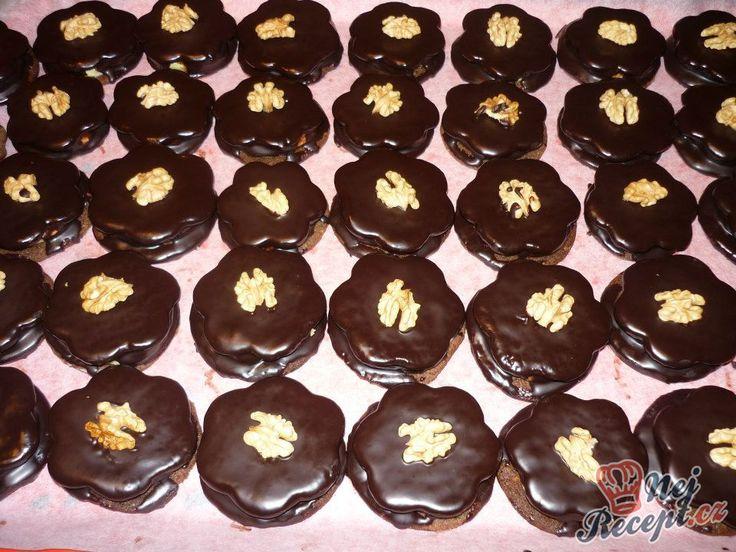 Mini oříškové dortíky plněné vanilkovým krémem. Tyto dortíky jsou u nás klasickou vánoční sladkou pochoutkou. Chcete-li zkusit něco nového, určitě doporučuji toto. Autor: Marta