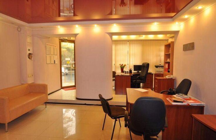 Аренда офиса по Среднефонтанская 43 Фасадное помещение с двумя входами. Двух двухуровневое. Под небольшой магазин , а лучше офис.