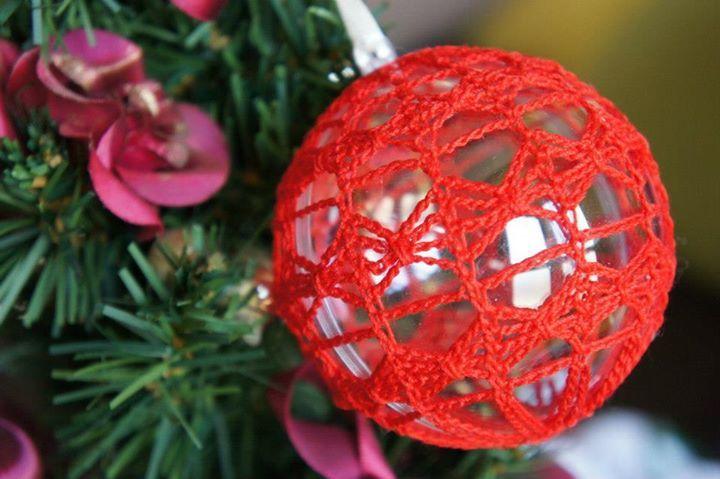 Crochet Christmas Decoration in Red - www.facebook.com/IvkinKutak