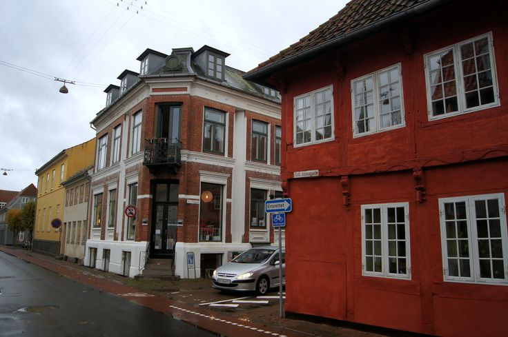 "- Helsingør, the red house is where the danish movie ""styrmand karlsens flammer"" was recorded - beginning of sct. olai gade."