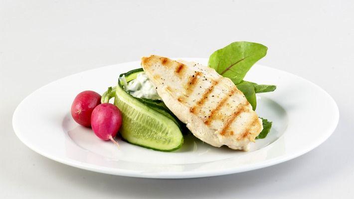 Grillet kyllingfilet med agurksalat - Sunn - Oppskrifter - MatPrat