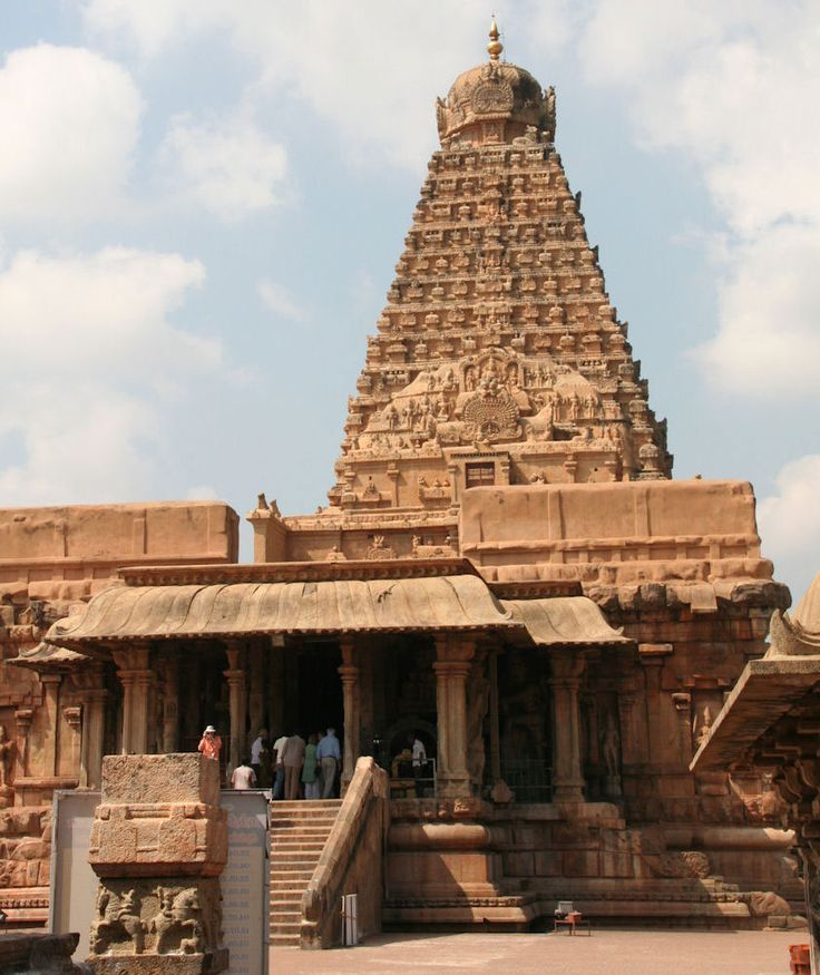 Shiva's karanas in Thiruvadigai; Kailasha and the home of Tripurankata Fig. 40: Rajarajeshvara temple in Tanjavur. Build by the Chola emperor Rajaraja between 1000 and 1008 CE. The pyramidal vimana with a large decorative panel depicting Shiva as residing on the sacred mountain Kailasha with his consort Parvati, his sons Ganesha and Murugan, devatas and rishis. Granite Rajarajeshvara temple, Tanjavur. Chola dynasty, 11th century   February 2010, Raja Deekshithar, Liesbeth Pankaja Bennink.