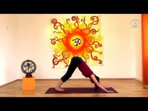 Yoga Übungen für Anfänger - mit Sonnengruß, Atemtechnik und Entspannung - YouTube
