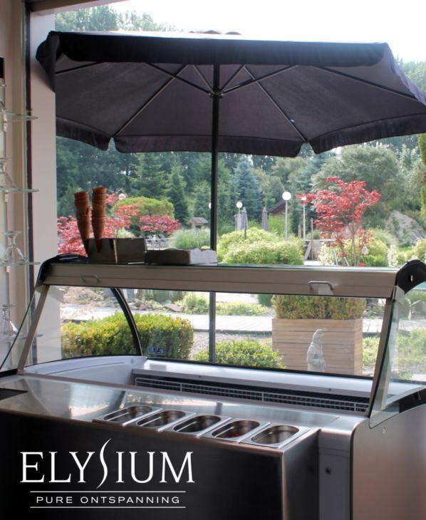 Tijdens de zomer kan je heerlijke ijscoupes en hoorntjes ijs eten bij Wellnessresort Elysium, ultiem ontspannen!