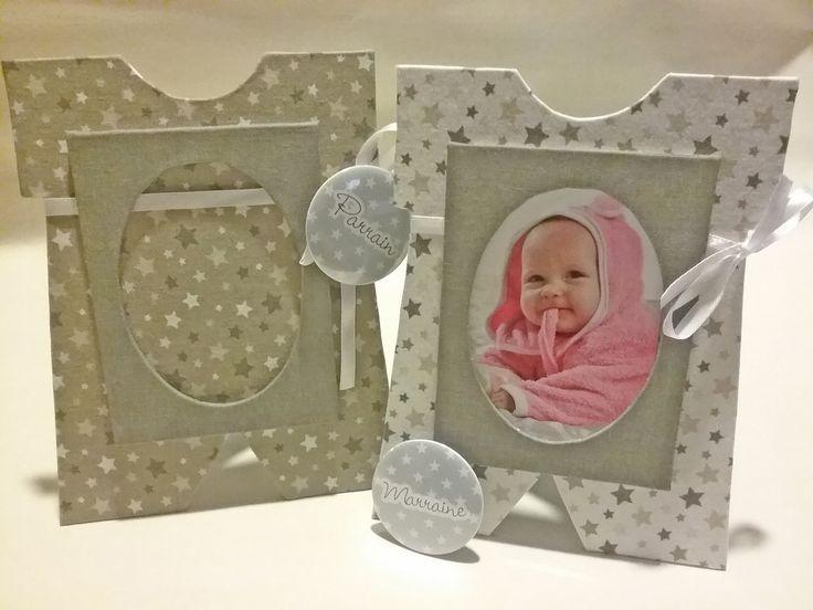 Porte-photos personnalisé en forme de body de bébé ideal comme cadeau de remerciement pour parrain et marraine
