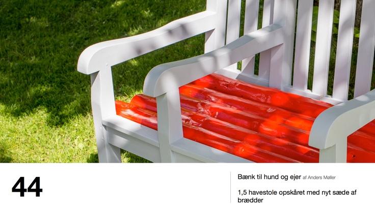 Bænk til hund og ejer af Anders Møller - 1,5 havestole opskåret med nyt sæde af brædder