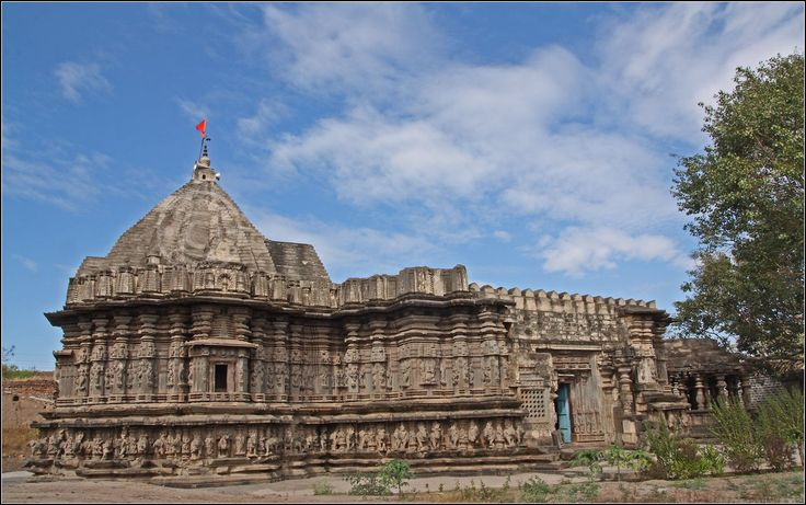 Kopeshwar Temple is at Khidrapur, Kolhapur district, Maharashtra. It is also accessible from Sangli.