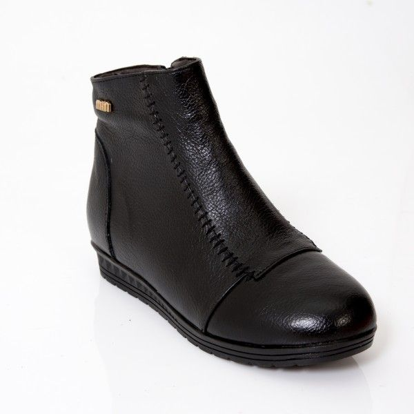 Black Comfort Boot Treat your feet by wearing these comfortable yet BEAUTIFUL leather women's boots this season. These Comfortable Boots are a must have for any women searching for something stylish, supportive and comfy for their feet.   Australian sizes 5-11  Pre Orders - ETA 25-30 days  These ultra comfy Boots look Gorgeous and wear really really well as they are made from genuine leather.