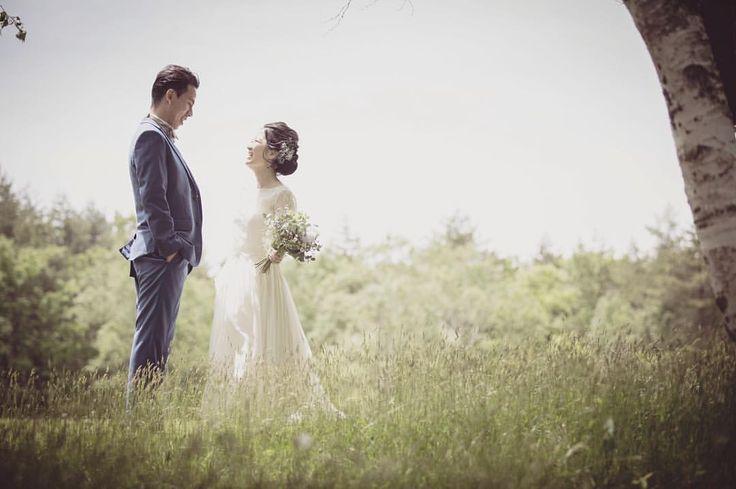 秋の肌寒さを全く感じさせない暖かくて優しく表情のお二人*  長袖のレースの上品で優しい雰囲気がご新婦さまにとてもお似合いでした*  いつまでも末永くお幸せに^ ^  #maisonsuzu #weddingdress