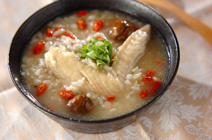 鶏手羽先のコラーゲンがたっぷり入った、身体の芯から温まる一品。サムゲタン風鶏粥[中華/米料理(チャーハン等)]2012.02.13公開のレシピです。