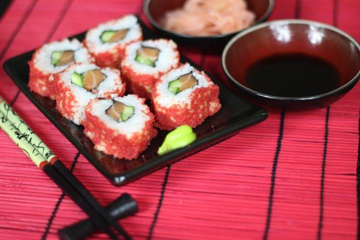 Jak przygotować Sushi Uramaki z Kawiorem - bardzo popularne japońskie sushi. Nasz przepis Video to kompozycja klasycznego uramaki z łososiem, do którego użyliśmy także kawioru, Smakowało? Zostaw nam komentarz :)