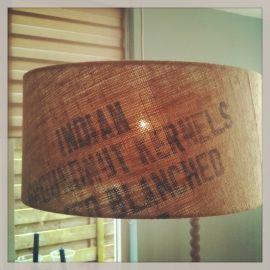 Lampenkappen op maat - by iOPPi ;-) van bijv. oude koffiezakken, postzakken, behang, landkaarten, met logo of foto bedrukte folie