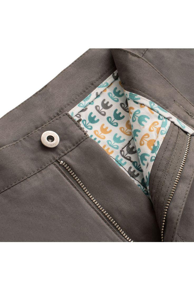 Spodnie męskie X-Press Chinosy Tobacco - bezpieczny kolor tych spodni sprawia, że nadają się na każdą okazję. Dośc gruba bawełna o delikatnym splocie powoduje to, iż te spodnei są idealne na wiosnę i jesień