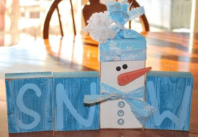 Hubs and Imade 20 sets of these cute SNOW blocks as Christmas gifts for friends, yes that means we had 80 blocks to cut, sand, paint, resan...