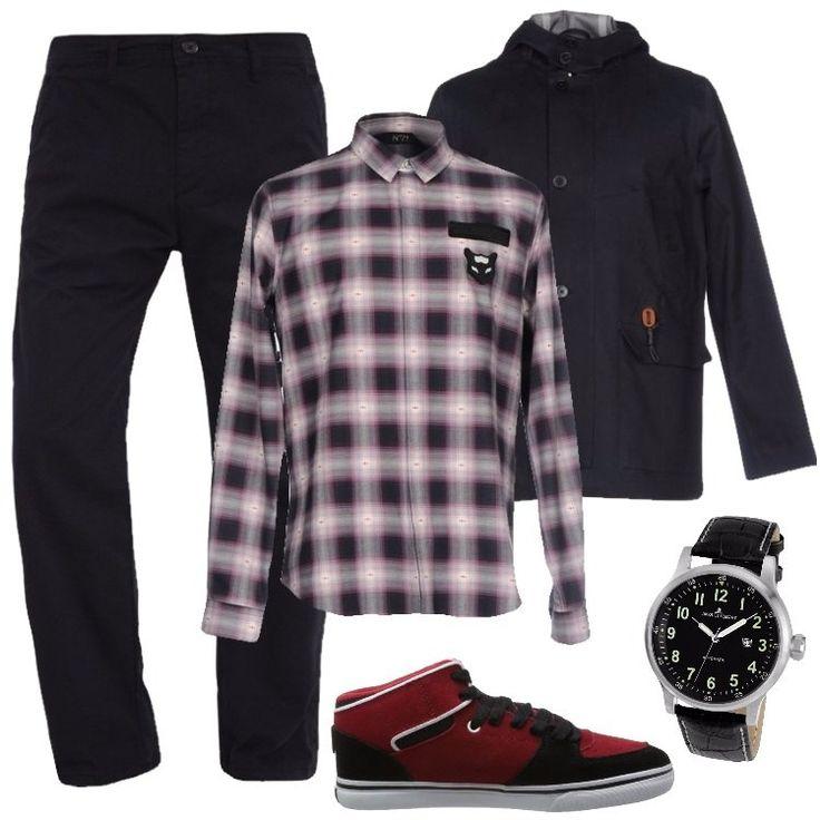 L'outfit è composto da un paio di sneakers basse in pelle, un paio di pantaloni neri a vita alta, una camicia a quadri in cotone e da una giubbotto blu scuro.