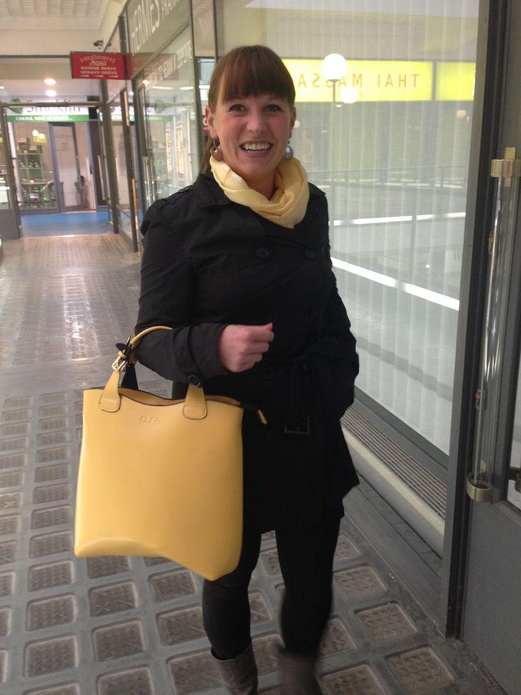 Martina a její žlutá kabelka PURE