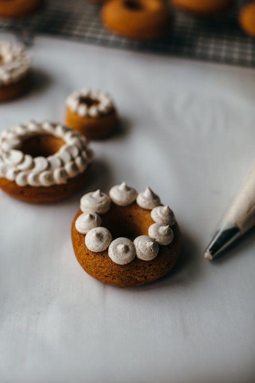 PUMPKIN DOUGHNUT with CINNAMON & CLOVE-SPICED BUTTERCREAM [mynameisyeh] [icing design]