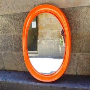 espejo ovalado naranja collezione Salc Cantu Italy decoración vintage interiorismo