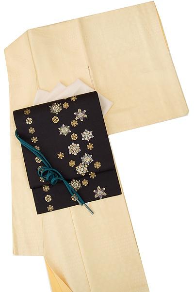 Kimono & the obi looks like snowflakes!