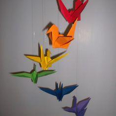 Mobile d'inspiration montessori / steiner waldorf, origami, grue aux couleurs de l'arc en ciel