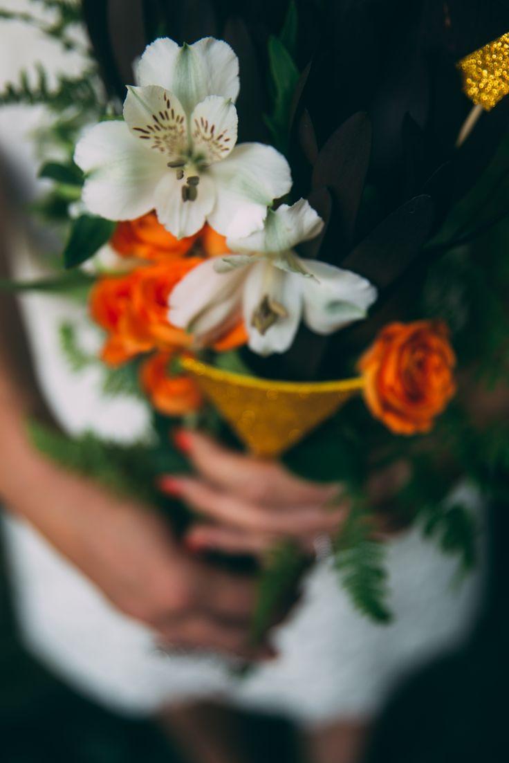 www.bcce.fr Shooting les temps modernes. Bouquet orange et doré + géométrique