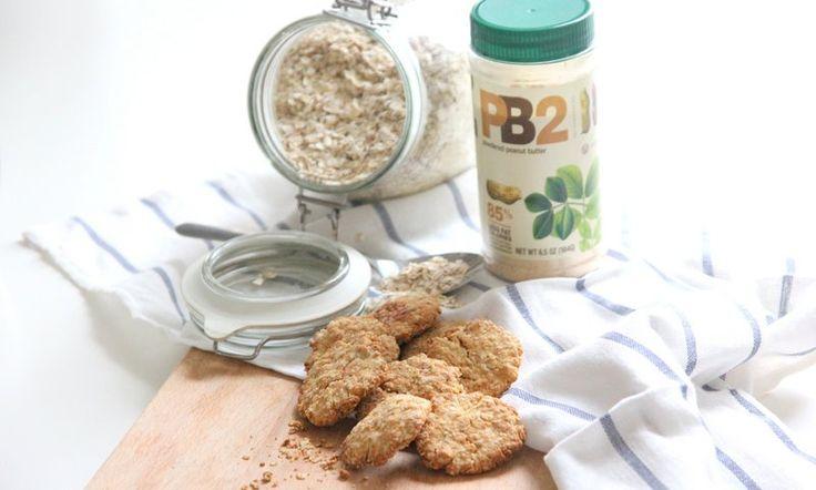 Vandaag koekjes die niet alleen vol eiwitten zitten maar ook vol pindakaas. Het recept voor proteïne pinda koekjes nu op Legally-Brunette.