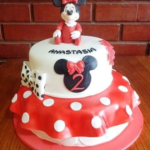#MinnieMousse #fondant #red #cake by Volován Productos  #instacake #Chile #puq #VolovanProductos #Cakes #Cakestagram #SweetCake