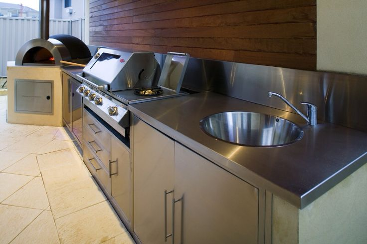 Image from http://www.zesti.com.au/images/alfresco_kitchens_5.jpg.