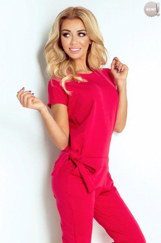 Elegancki, malinowy kombinezon damski, uszyty z wysokiej jakości materiału, z tyłu zapinany na trzy guziczki. #kombinezon #spodnie #długie #eleganckie #malinowy #różowy #kobieta #moda #trendy