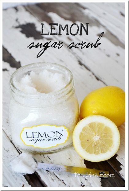 Gommage au citron : Mélanger 2 tasses de sucre en poudre avec 1/4 à 1/3 tasse d'huile d'amande  douce (ou huile de coco). Ajouter qq gouttes d'HE de citron