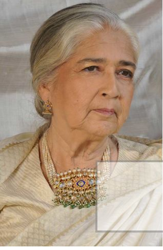 Eternal and classic Indian jewellery- family heirloom. Description by Pinner Mahua Roy Chowdhury