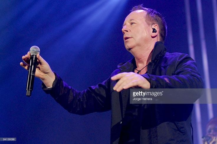 Jim Kerr of Simple Minds perform at Wembley Arena on December 7, 2009 in London, England.
