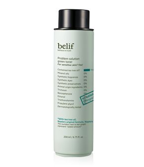 This transparent water-textured toner contains natural tea tree oil suitable for oily/sensitive skins, and also the Napiers T formula. The hypoallergenic ingredients of the toner formulated without 10 substances treats the skin mildly, soothes the skin comfortably, and refine the skin to be clear and clean. Volume : 200ml