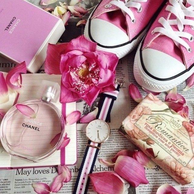 Pink essentials, courtesy of @elenareva02! #danielwellington