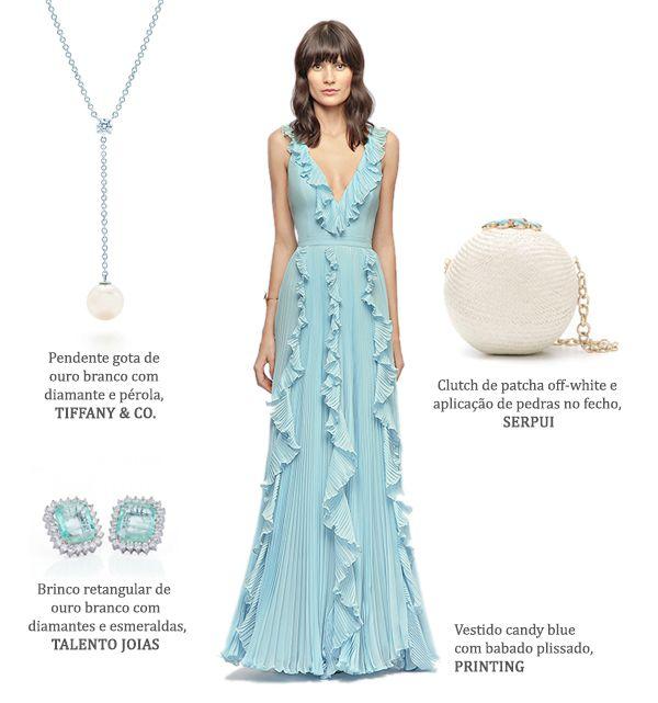 Look madrinha: vestido azul claro Printing + brincos de esmeraldas Talento Joias + clutch de palha off-white Serpui Marie + colar de pérola Tiffany & Co.