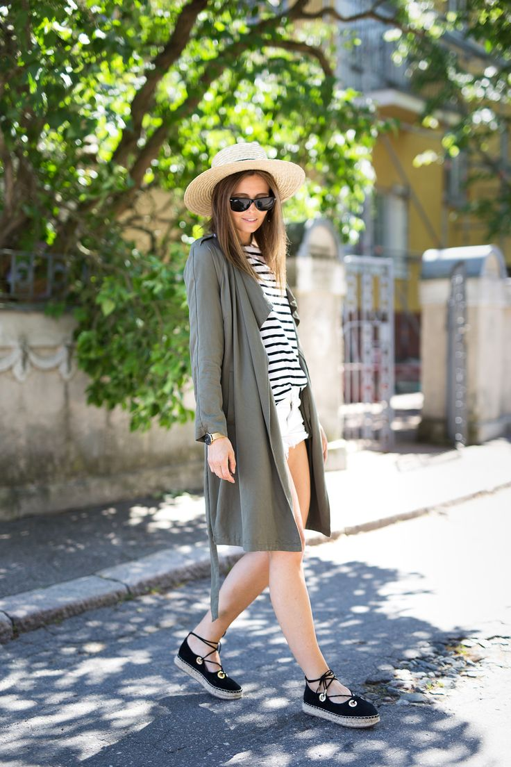 OUTFIT ESPADRILLES STRIPED SHIRT STRAW HAT