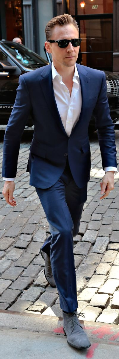 Tom Hiddleston looks sharp in a bright blue suit while out and about in SoHo, New York City on April 20, 2016. Full size image: http://ww3.sinaimg.cn/large/6e14d388gw1f33pb99l0rj22is3ry1ky.jpg Source: Torrilla, Weibo