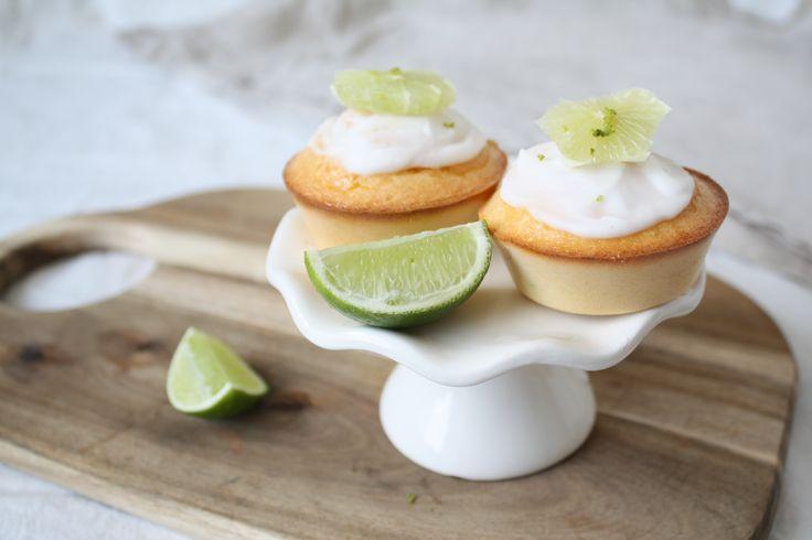 Deze Wednesday Challenge heb ik voor de limoen cakejes gekozen van Karin! Limoen, fris en fruitig. Ideaal bij zomers weer en uitstekend voor als er visite komt :)