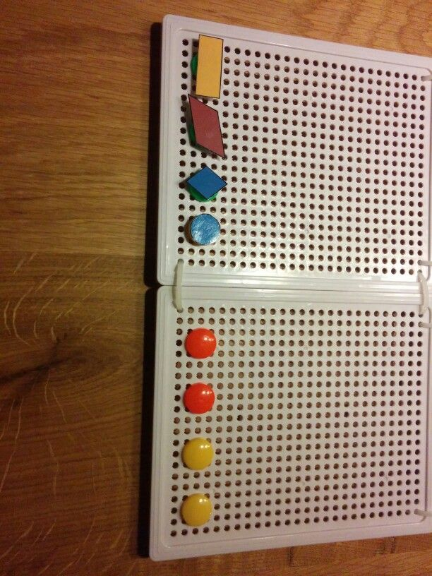 Kraak je brein. Gebruik dit spel gebaseerd op mastermind om de vlakke figuren in te oefenen. Differentiatie is mogelijk. Pas de pionnetjes gewoon aan.