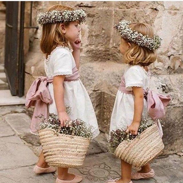 """Daminhas lindas e prontas para um #destinationwedding #shabbychic na #Italia . .  #regram @cinqtours: """"Fofura do dia . . . . #wedding #rustico #daminhas #bride #bridesmaids #love #noiva #tuscany #summer #casamento #bride #flowergirl #toscana #instagood #photooftheday #travel #venue #destination #weddingdestination #kids"""