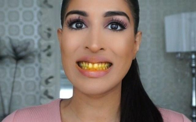 Sie putzt sich statt mit Zahnpasta, mit Safran und Kokosöl die Zähne. Wie sie die gelbe Paste von ihren Zähnen wieder herunter bekommt und was dann passiert, seht ihr hier!