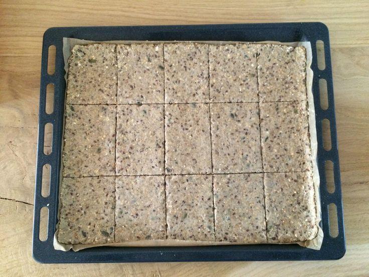 Waarom zou je zelf crackers maken...De laatste tijd zie ik overal prachtige, smakelijke foto's voorbij komen van zelfgemaakte crackers. Van die heerlijke crackers, die je ook bij de bakker kunt kopen. ...