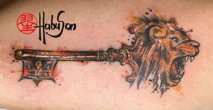 Schlüssel mit Löwenkopf im Watercolour Stil! #tattoo #wien #habusan #liontattoo #lion #watercolourtattoo