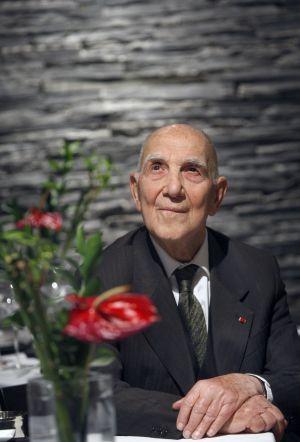 Muere a los 95 años Stéphane Hessel, el autor de '¡Indignaos!'   Internacional   EL PAÍS